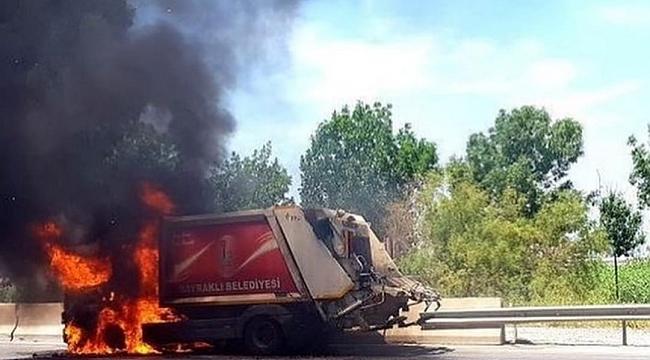 Korkutan yangın: Bayraklı Belediyesine ait araç yandı