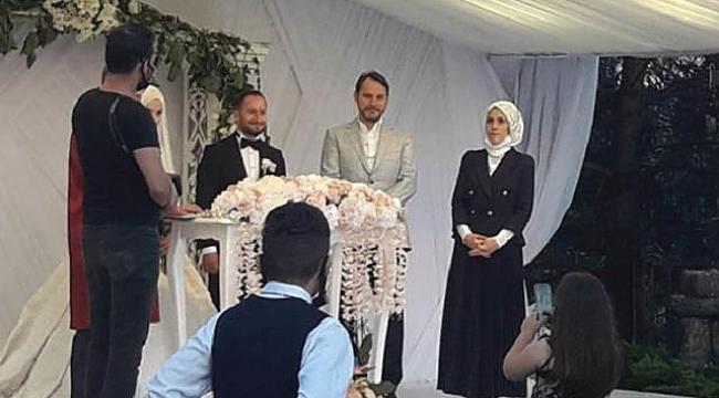 Aylar sonra ilk görüntü: Berat Albayrak ve eşi düğünde ortaya çıktı