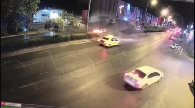 İzmir'de polis aracı ile otomobil böyle çarpıştı: 1 şehit, 1'i polis 4 yaralı