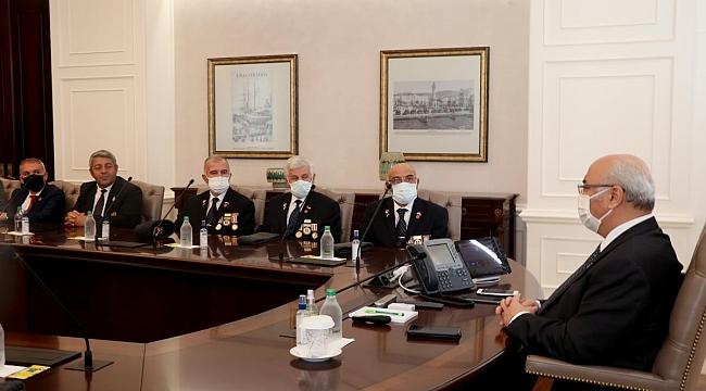 İzmir'de şehit aileleri ve gazi dernekleri Vali Köşger ve Büyükşehir Belediye Başkanı Soyer'i ziyaret etti